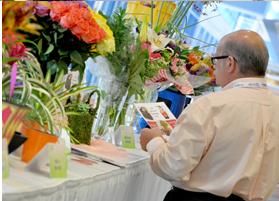 buyer-browsing-flowers